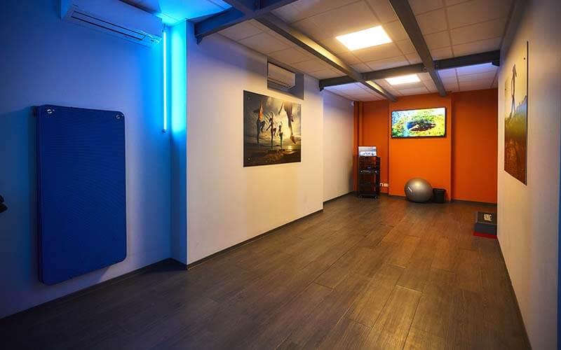 Intérieur de la salle de fitness cinéma à Mulhouse
